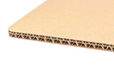 Петпластов вълнообразен картон – тип С/В вълна с кафяв лицев слой